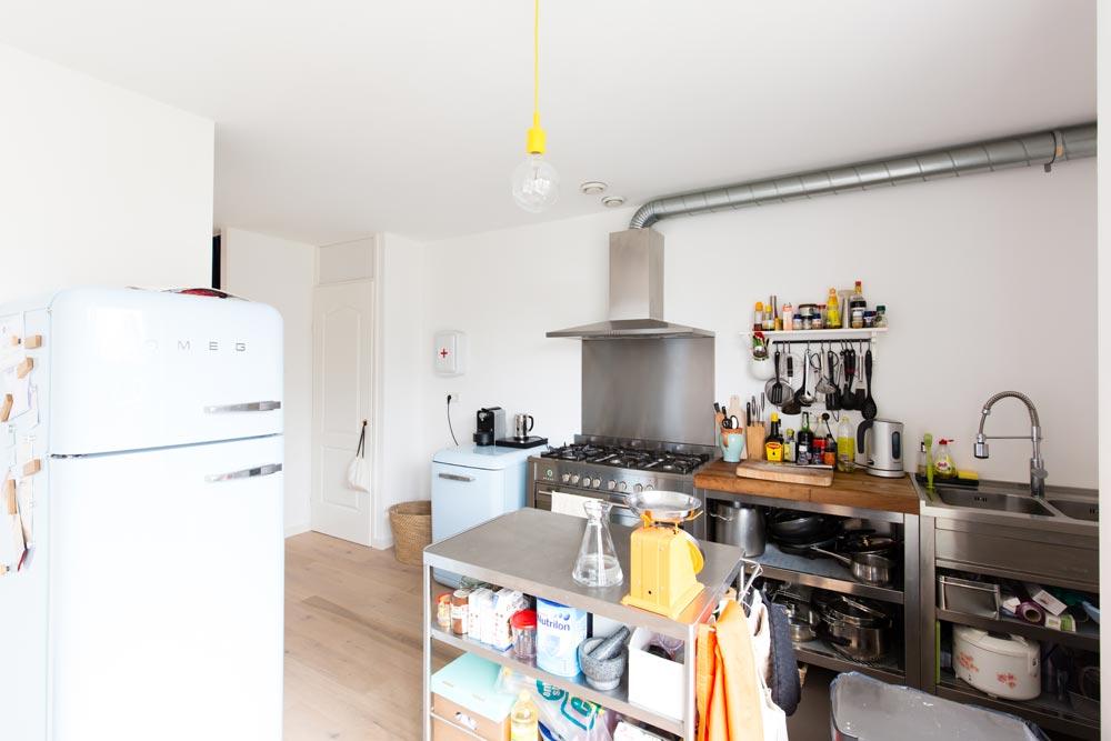 Industrieel interieur afvoerbuis keuken