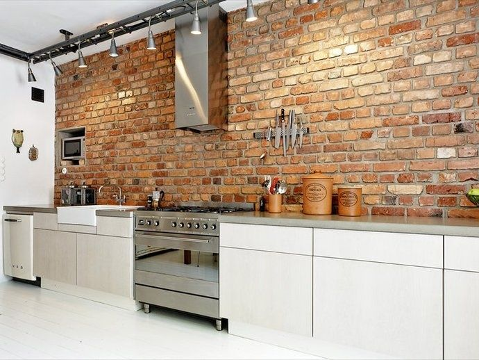 Industrieel interieur bakstenen muur keuken