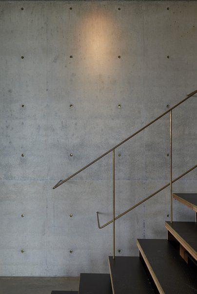Industrieel interieur betonnen muren trap