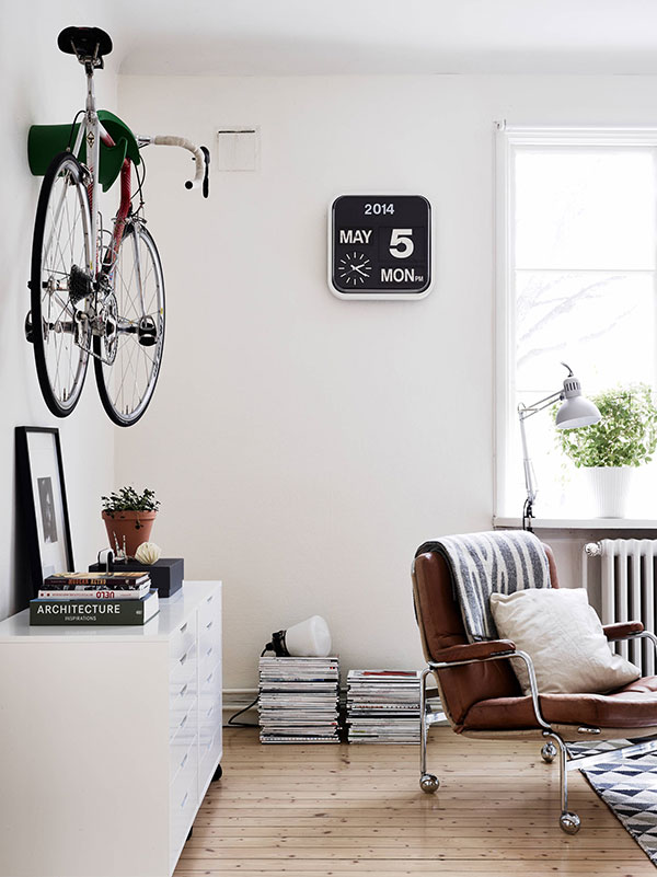 Industrieel interieur fiets aan de muur