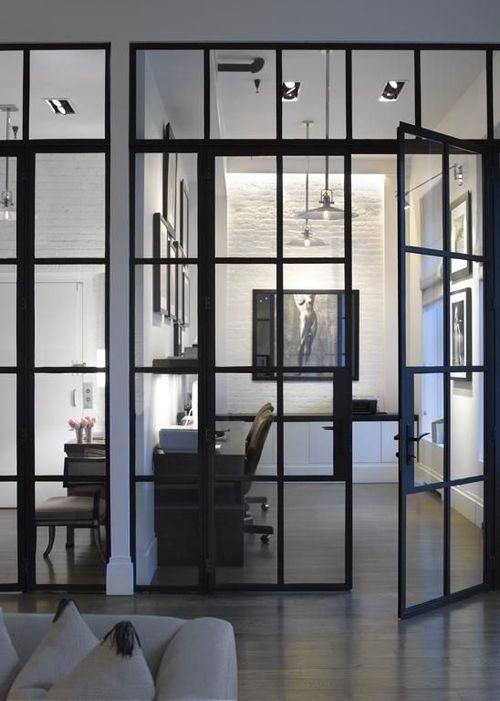 Industriële glazen deur