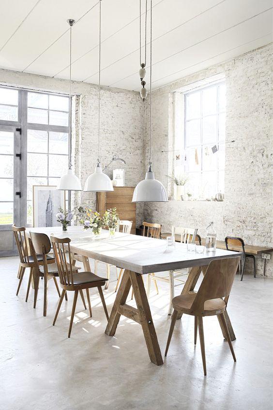 industriele-hanglampen-betonnen-eettafel
