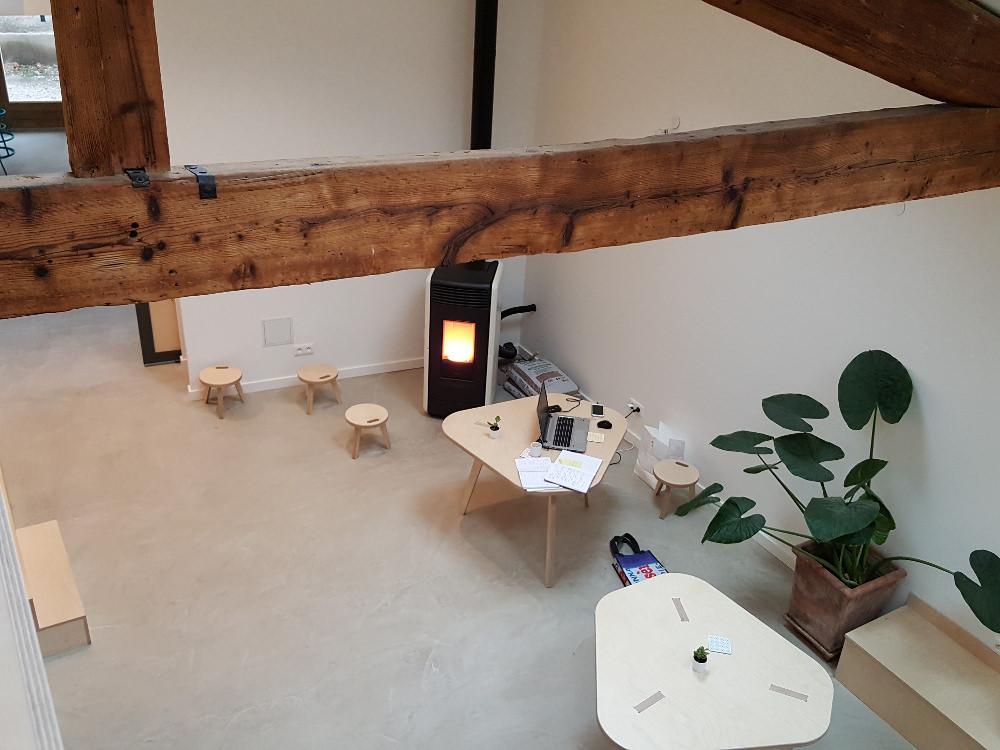 Industriële minimalistische flexwerkplek huis inrichten