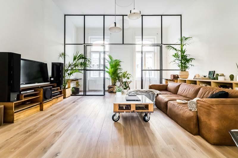 Industriële woonkamer glazen wand met stalen kozijnen