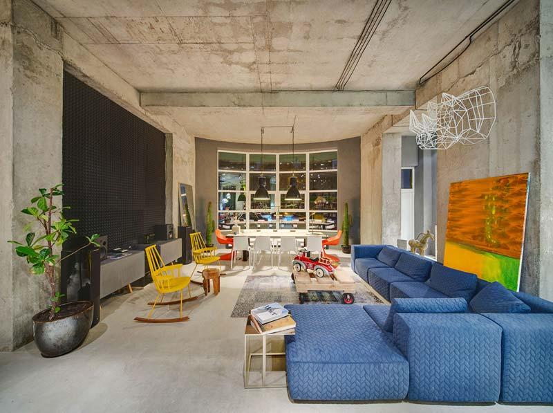 Industriële woonkamer kleurrijk