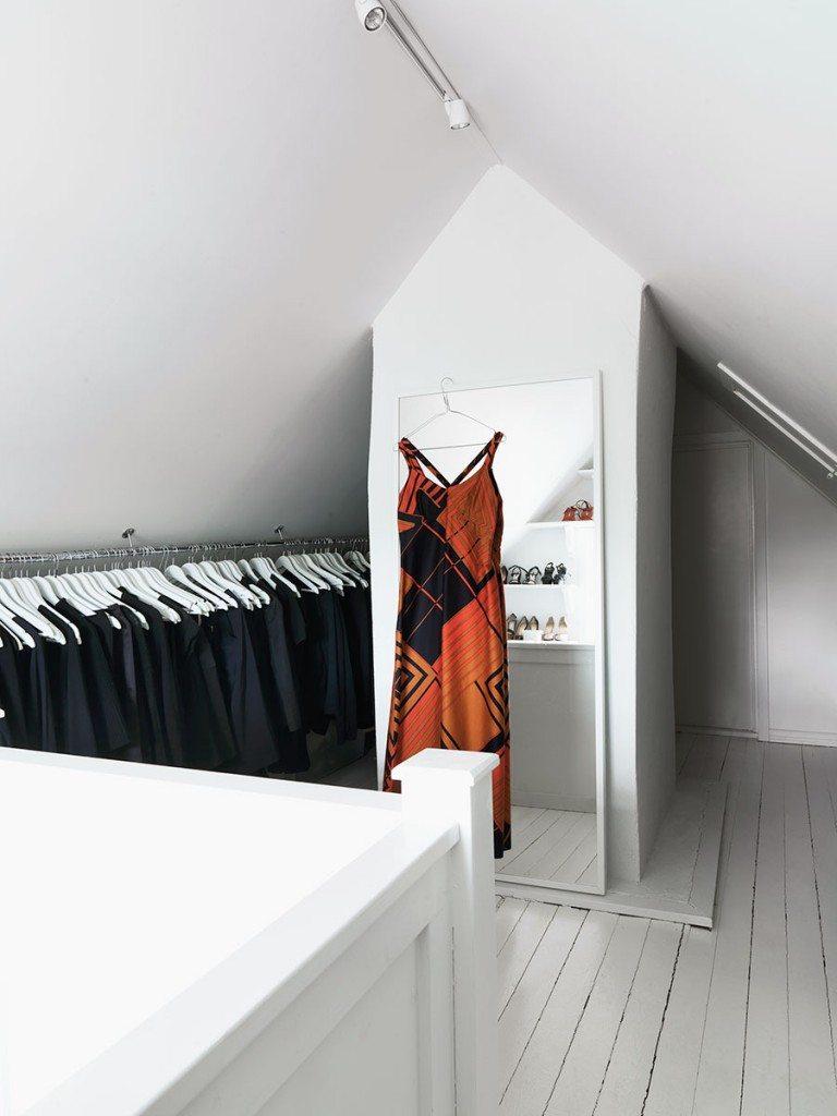 inloopkast maken kledingroedes open planken
