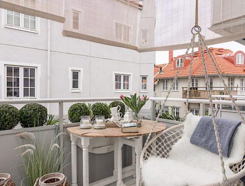 Intiem balkon in een landelijk chique sfeer