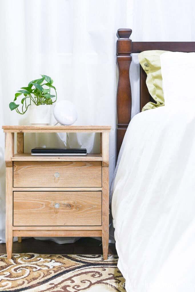 kabels wegwerken nachtkastje extra vak