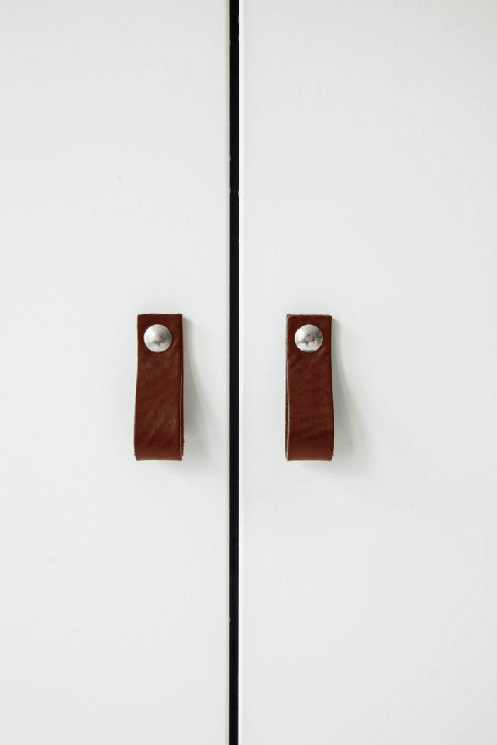 kastdeur-leren-deurgrepen
