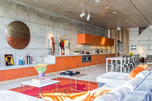 Keuken over hele lengte van woonkamer