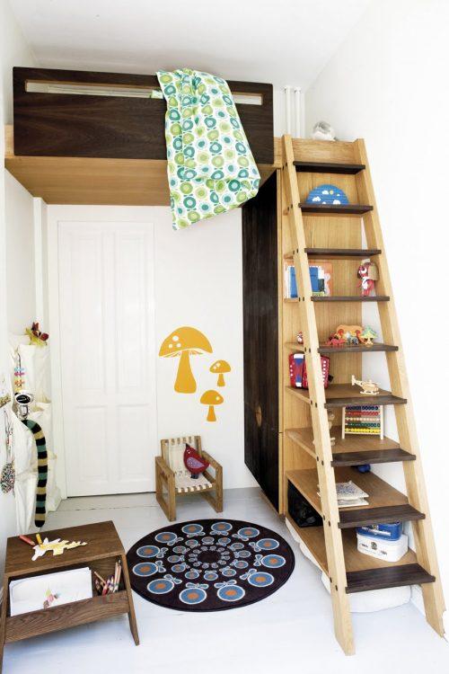 Kinderkamer met op maat gemaakte hoogslaper kast
