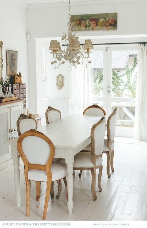 Klassieke witte eettafel