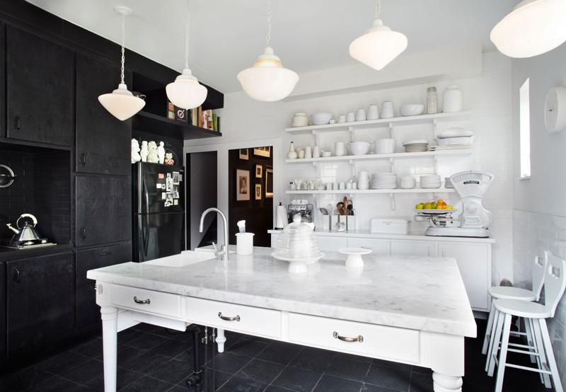 Klassieke Zwart Witte Keuken Van Franse Interieurontwerper