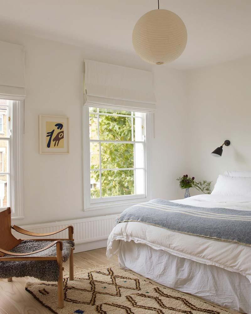klein vintage vloerkleed uiteinde bed