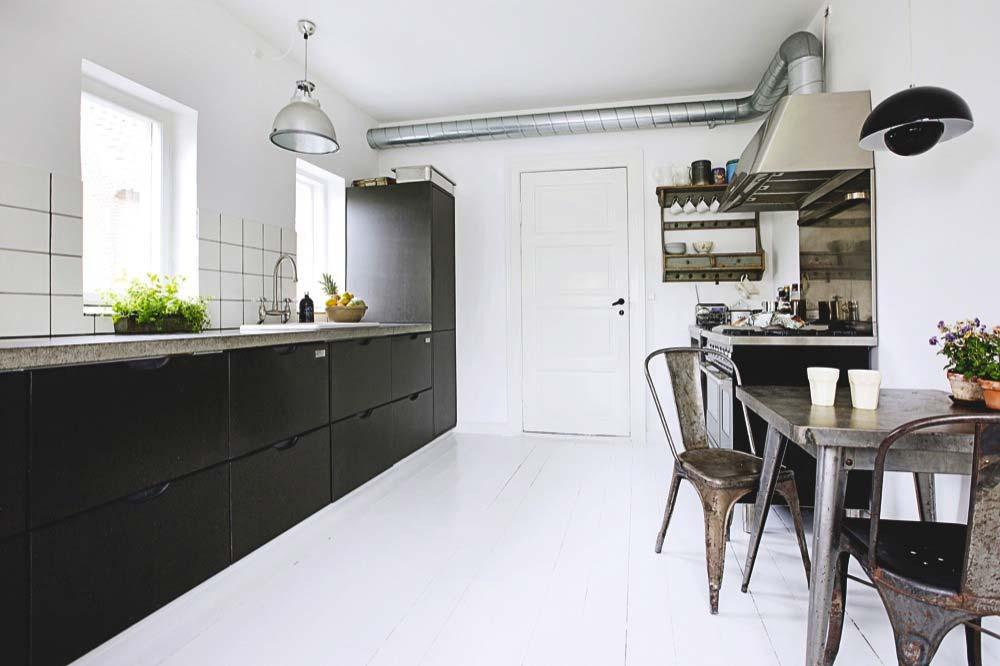 kleine industriele eettafel keuken