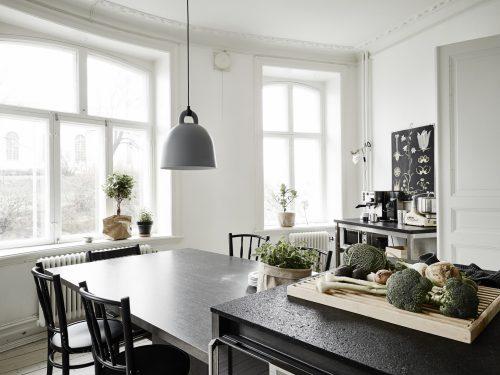 Kleine keuken met keukeneiland