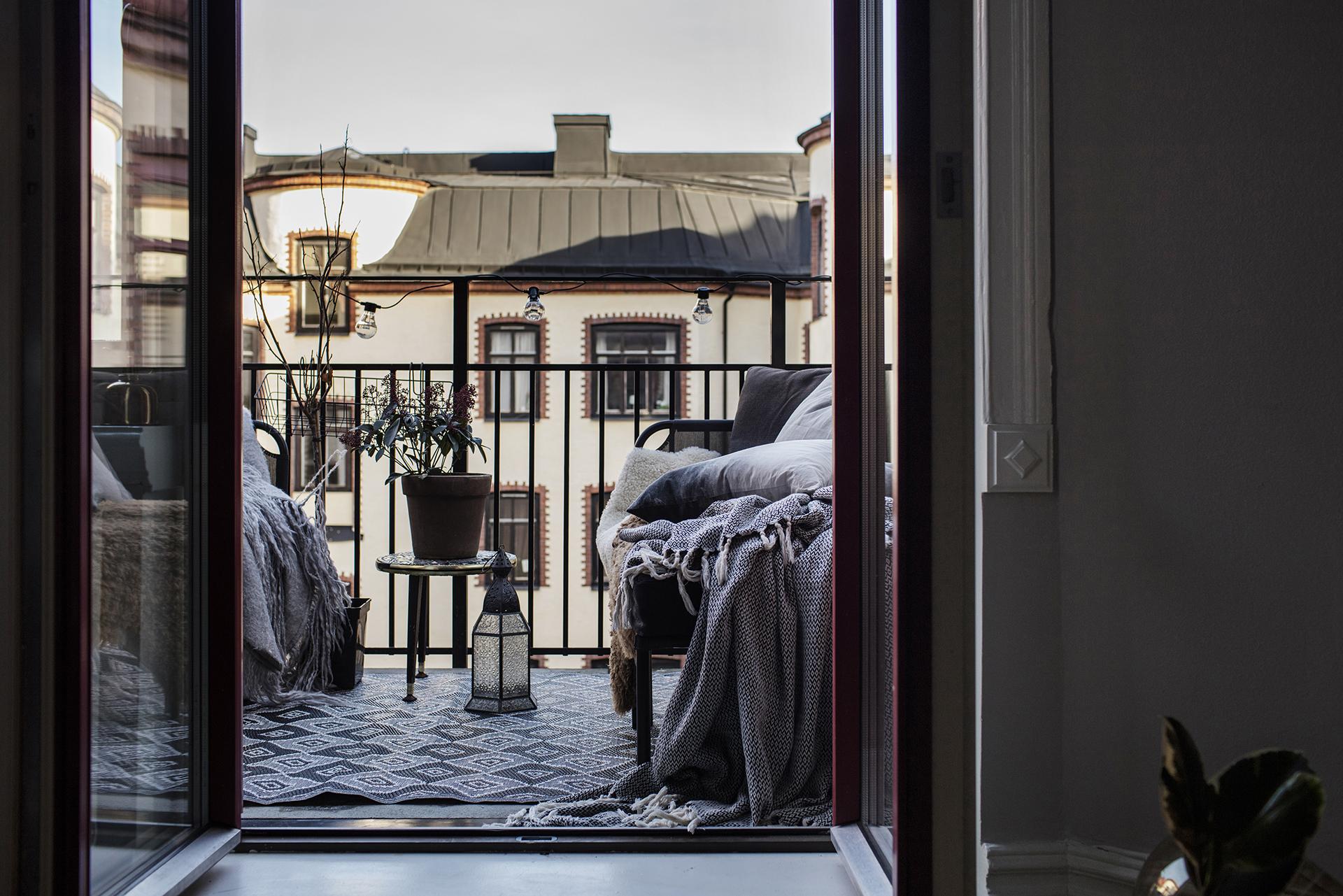 Een Winters Balkon : Dit kleine knusse balkon is perfect voor zowel de zomer als de