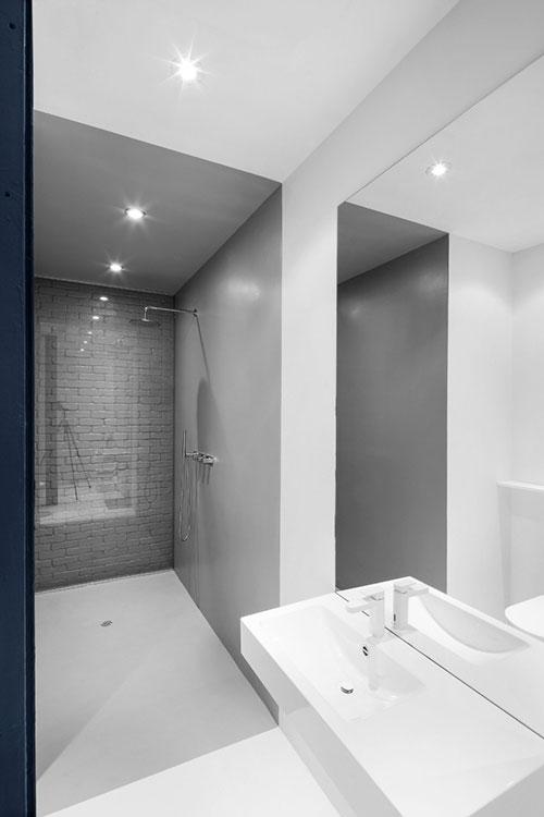 Kleine minimalistische badkamer