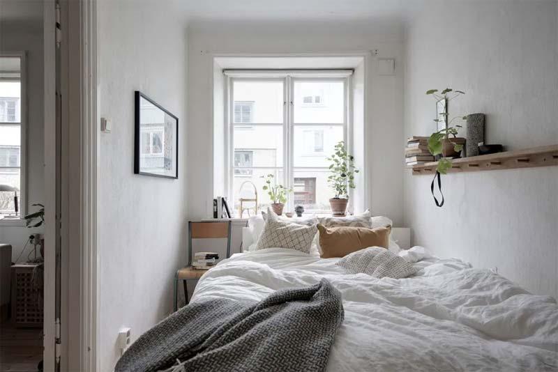 kleine slaapkamer bed tegen muur