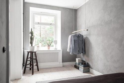 Kleine slaapkamer met betonstuc