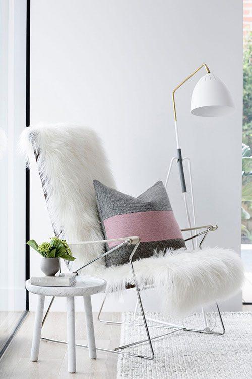 Kleine woonkamer met Scandinavisch design