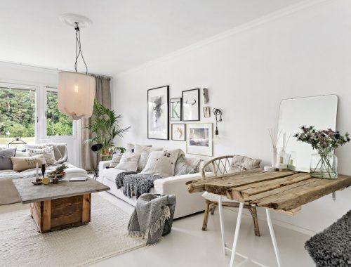 Een knusse witte woonkamer