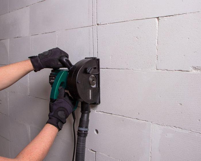 leidingen wegwerken in muur
