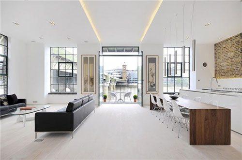Lichte woonkamer met industriële details
