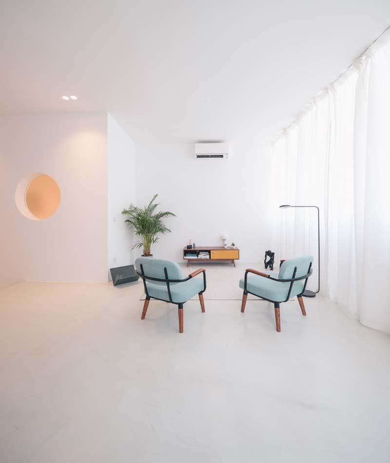 lichte woonkamer vintage meubels