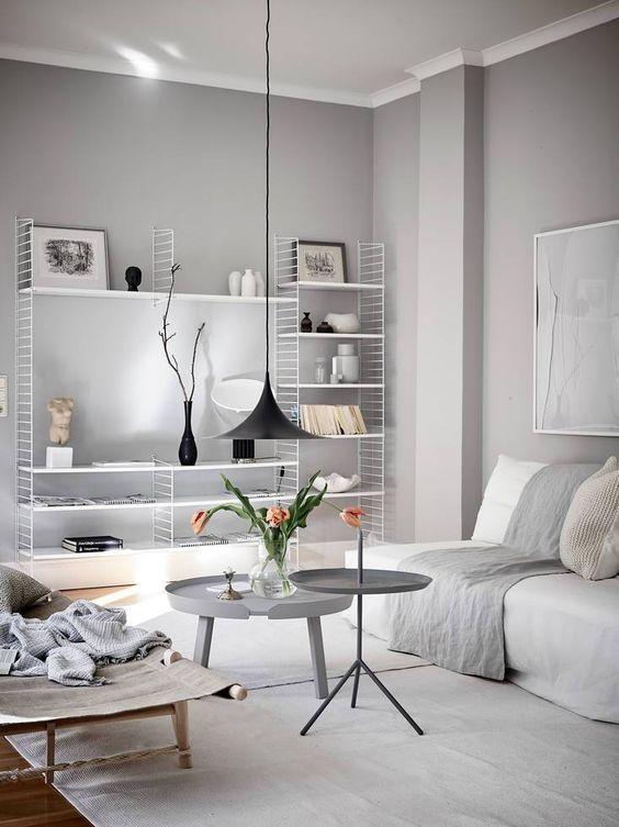 lichtgrijze muren woonkamer