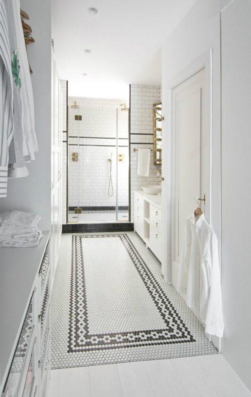 Luxe badkamer met inloopkast in klassieke stijl
