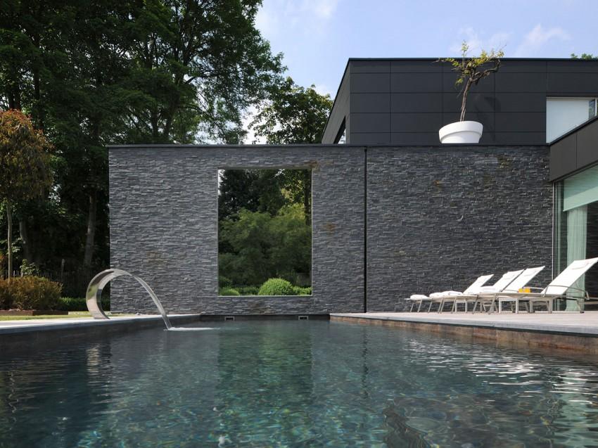 Luxe villatuin met zwembad