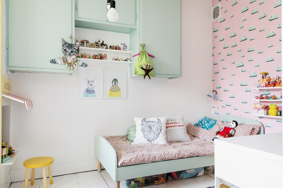 Meisjeskamer met pastelkleuren
