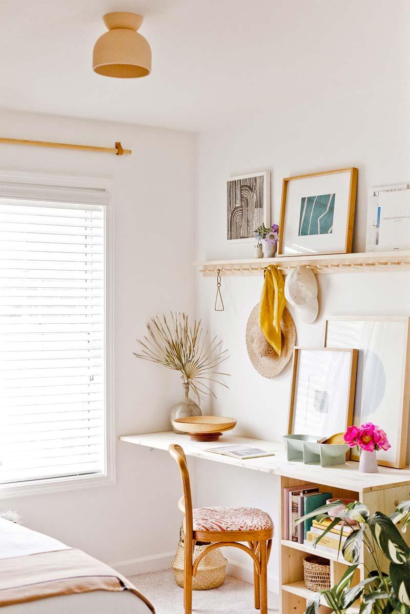 Brittni laat zien hoe je heel eenvoudig een mooi minimalistisch bureau van grenen hout kan maken voor de slaapkamer.