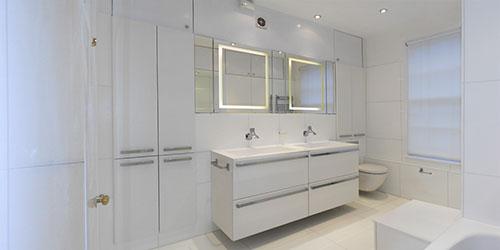 Minimalistisch witte badkamer
