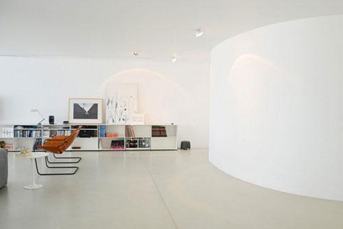 Minimalistische gezellige woonkamer