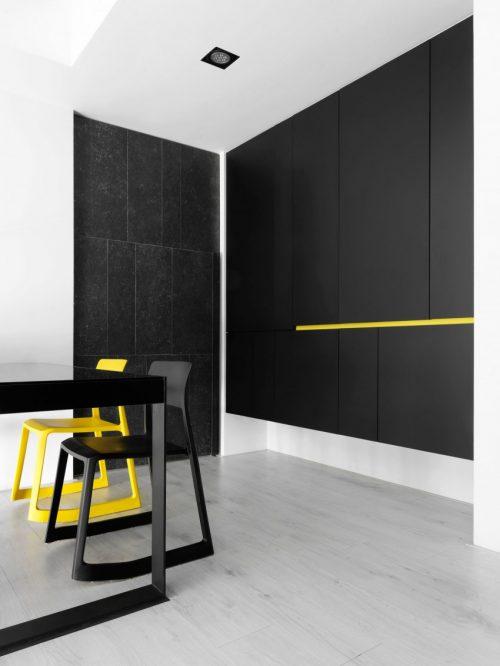Modern appartement met zwart wit en geel