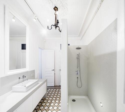 Moderne badkamer met authentieke details