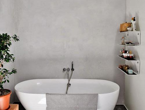 Moderne badkamer in voormalige pennenfabriek