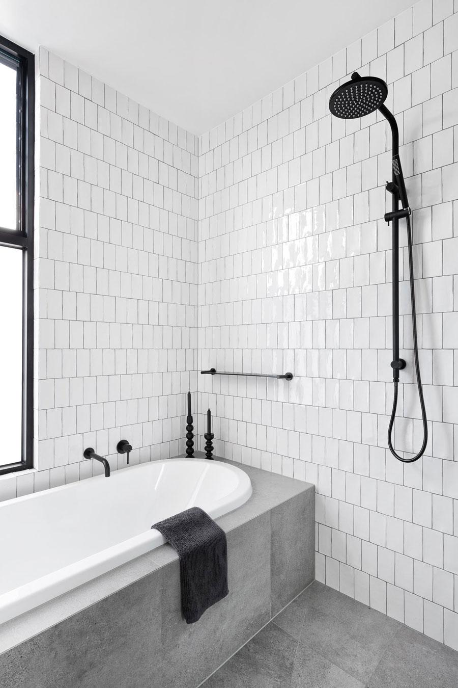 moderne badkamers voorbeelden grijze tegels