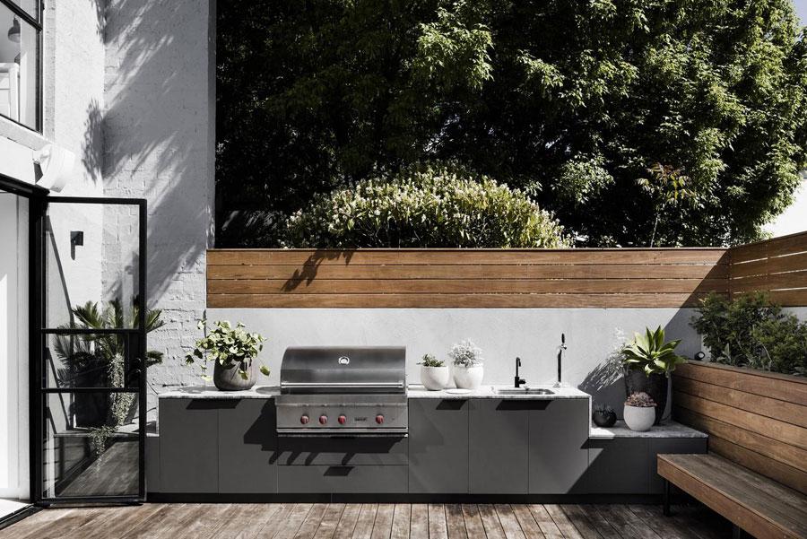 moderne tuinafscheiding beton hout