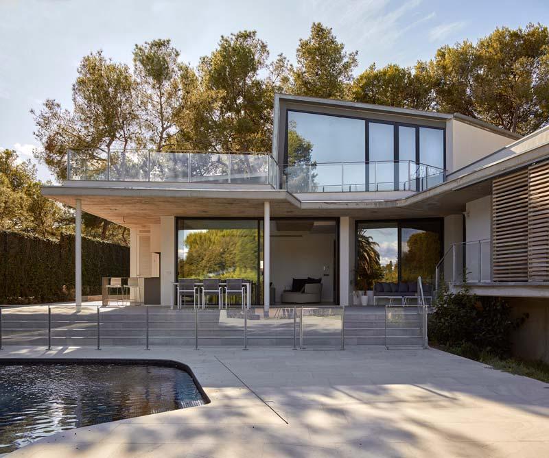 moderne woning zwembad tuin