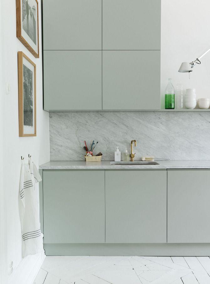 mooie-groene-keuken-marmeren-keukenblad
