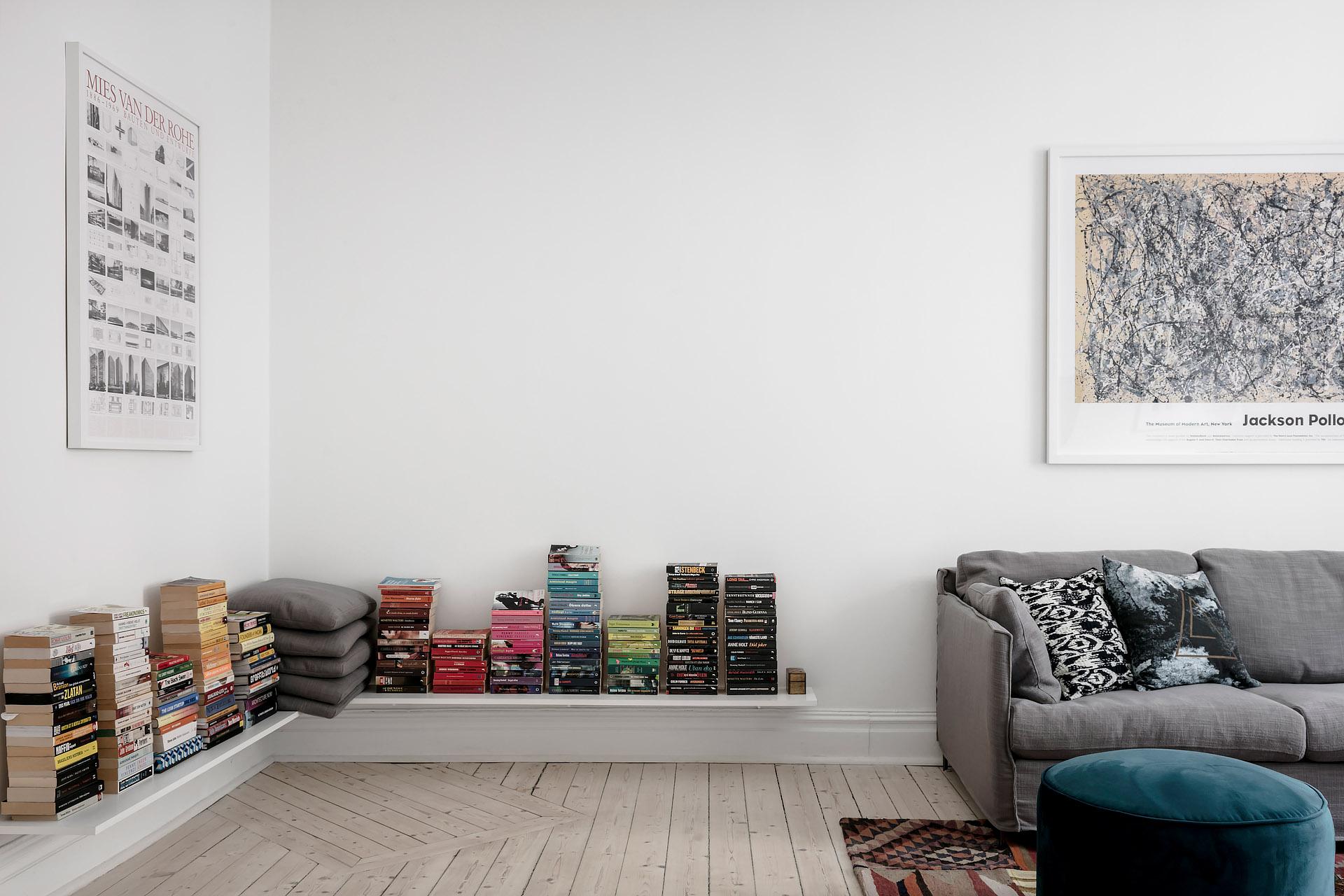 In deze mooie woonkamer zijn de boeken erg leuk geëtaleerd!
