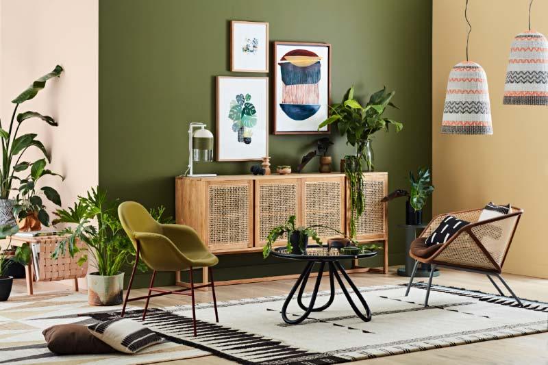 olijfgroene muur woonkamer