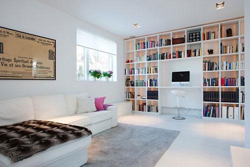 Op maat gemaakte boekenkast in de woonkamer