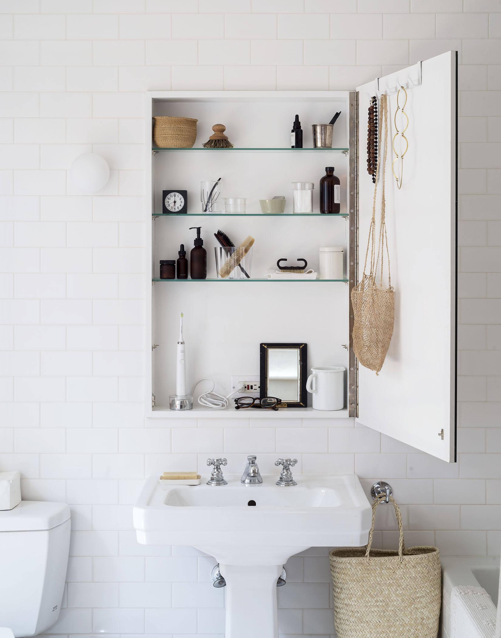 opbergruimte tips badkamer stopcontact in wandkast