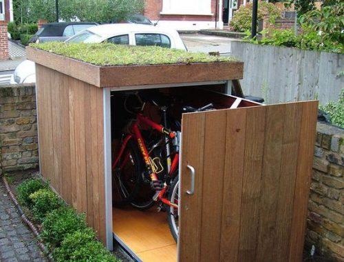 Overdekte fietsenstalling in voortuin