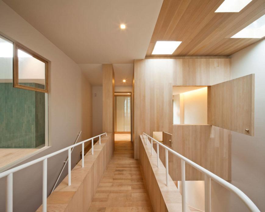 overloop houten vloer wandbekleding