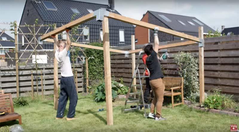pergola maken daksysteem plaatsen